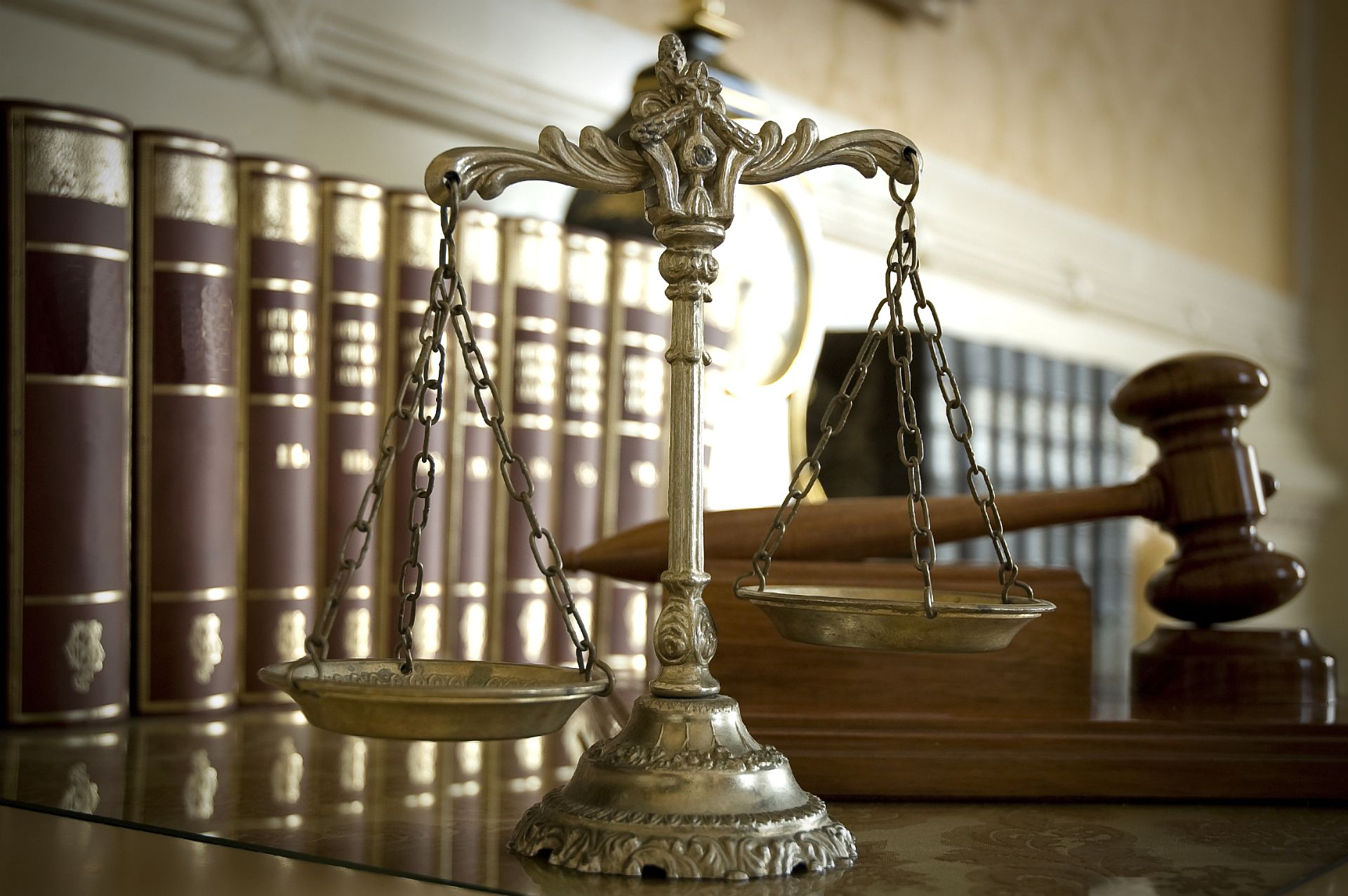 Scales of Justice and Judge`s gavel | Siegel Law Firm